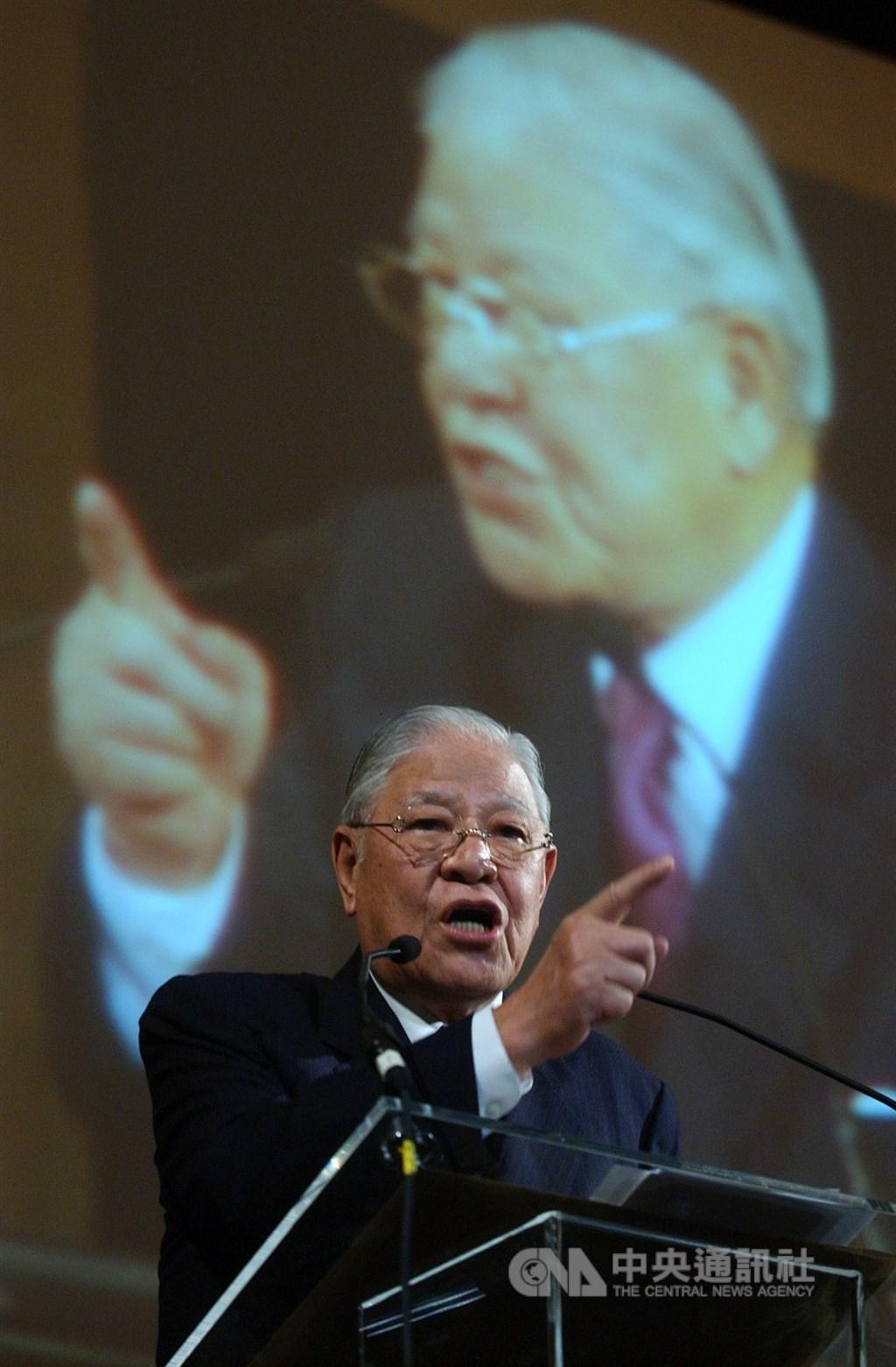前總統李登輝辭世,日本主流媒體大幅報導,肯定李登輝是台灣的民主之父。有社論指出,日本政府應敘勳,並派重要人士到台灣參加李登輝喪禮。(中央社檔案照片)