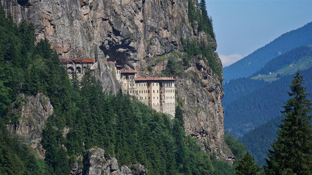 土耳其黑海地區有1600年歷史的蘇美拉修道院,經整修後正式對外開放。(圖取自Pixabay圖庫)