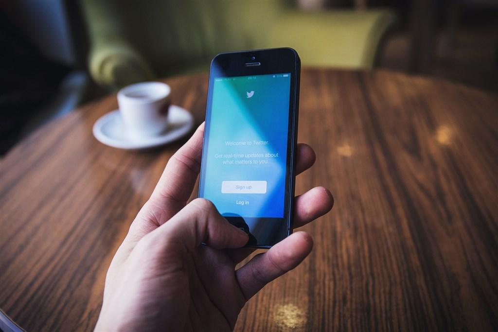 社群媒體推特日前遭駭,駭客並向人詐取比特幣,美國檢方今天起訴年僅17歲的主謀與另外兩名共犯。(示意圖/圖取自Pixabay圖庫)