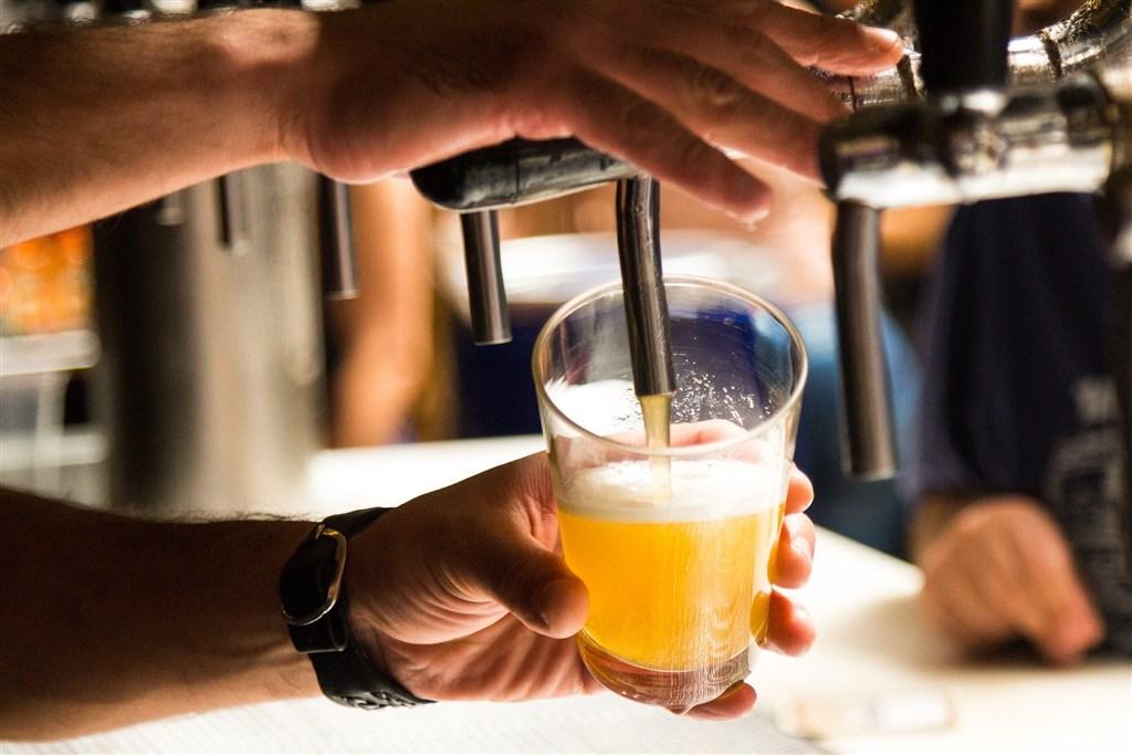 比利時籍工程師在台確診武漢肺炎,台中市衛生局指出,該案例7月23日曾到台中市Gout Bar好吧及台虎精釀啜飲室酒吧消費,未戴口罩。(示意圖/圖取自Pixabay圖庫)