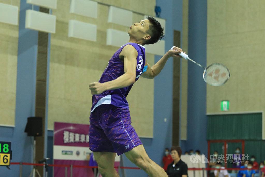 模擬東京奧運對抗賽3日下午進行羽球男子單打項目,台灣羽球一哥周天成(圖)以21比19、15比21、21比17擊敗「羽球王子」王子維。中央社記者吳家昇攝 109年8月3日