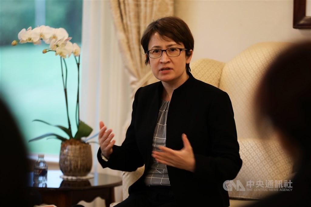抵美履新剛滿10天的駐美代表蕭美琴3日在雙橡園與華文媒體茶敘。她表示,到任首要目標將聚焦在台美經貿進一步合作,並維續台灣整體國家安全。中央社記者徐薇婷華盛頓攝 109年8月4日
