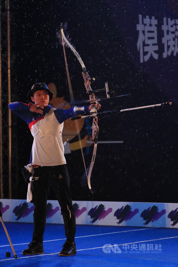 模擬東京奧運對抗賽射箭項目4日進行第2天,比賽仍在大雨中進行,台灣射箭好手雷千瑩(圖)上陣。中央社記者吳家昇攝 109年8月4日