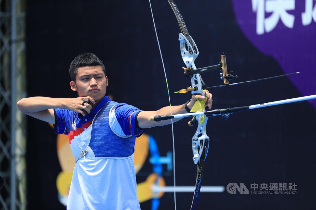 模擬東京奧運對抗賽5日上午進行射箭項目,今天狀況很好的台灣射箭好手湯智鈞(圖)在男子個人賽奪金。中央社記者吳家昇攝  109年8月5日