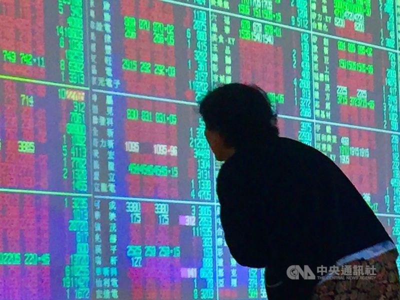 台股5日開盤漲52.42點,加權股價指數為12762.34點。(中央社檔案照片)