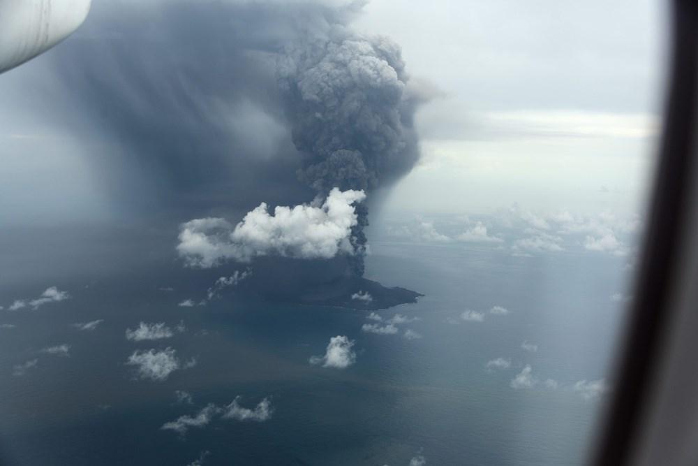 日本小笠原群島「西之島」噴發,火山灰近日飄到台灣東部。圖為7月20日日本海上保安廳拍攝西之島火山活動照片。(圖取自日本海上保安廳網頁www1.kaiho.mlit.go.jp)