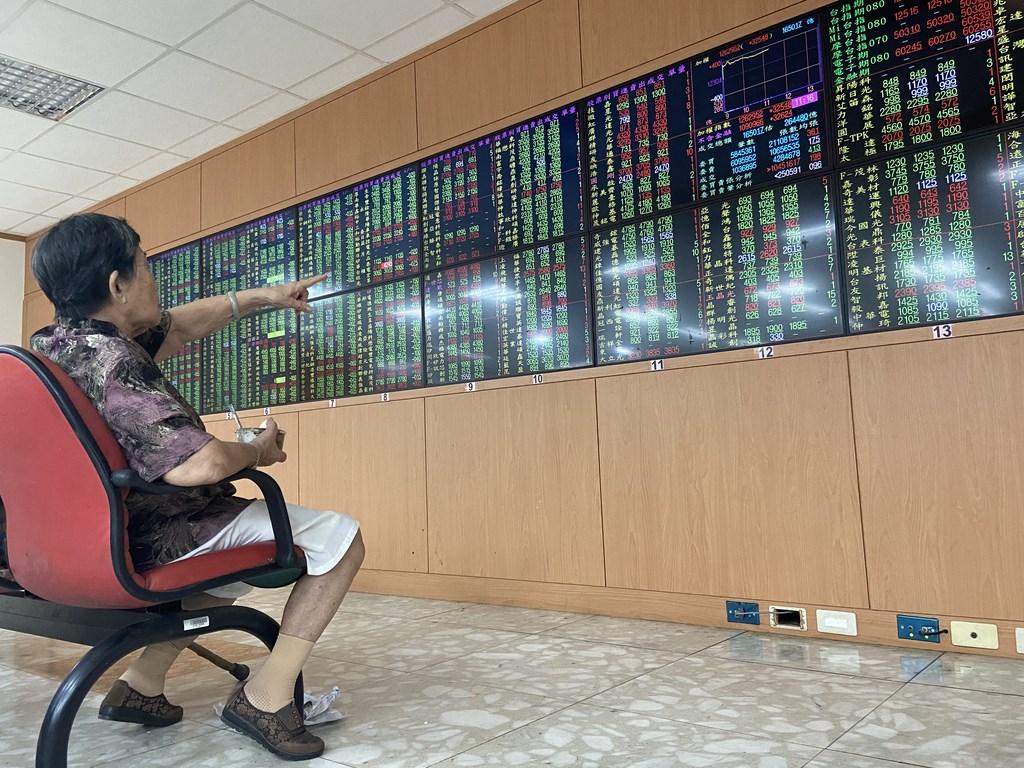 聯電實施庫藏股7日期滿,實際買回10.5萬張庫藏股,執行率52.5%,這是聯電15年來首度庫藏股未執行完畢。(中央社檔案照片)
