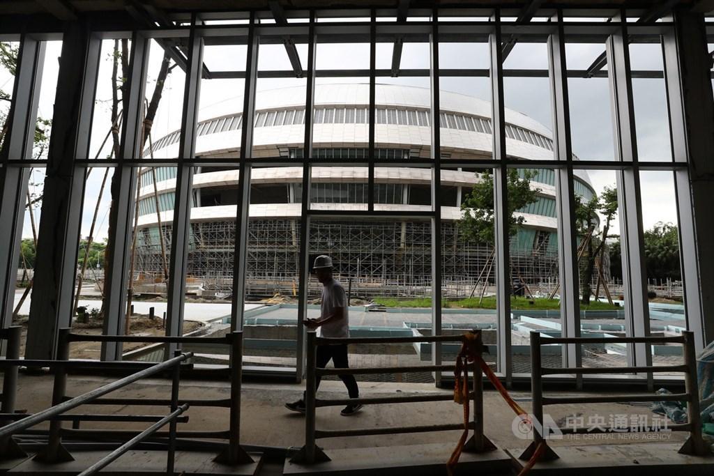 台北市建管處表示,遠雄7月30日提申請復工,8月7日已同意復工。圖為台北大巨蛋工地現況。(中央社檔案照片)