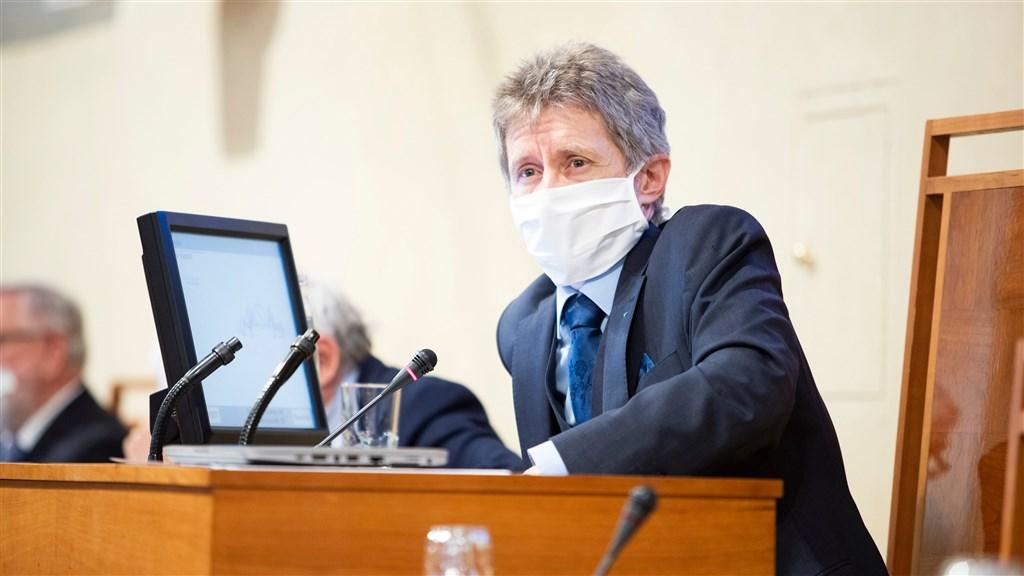 即將訪台的捷克參議院議長維特齊(前)本業是高中老師,從政經歷完整。在疫情嚴峻之際克服萬難率團訪台,可說是任內最重要的外交突破。(圖取自twitter.com/SenatCZ)