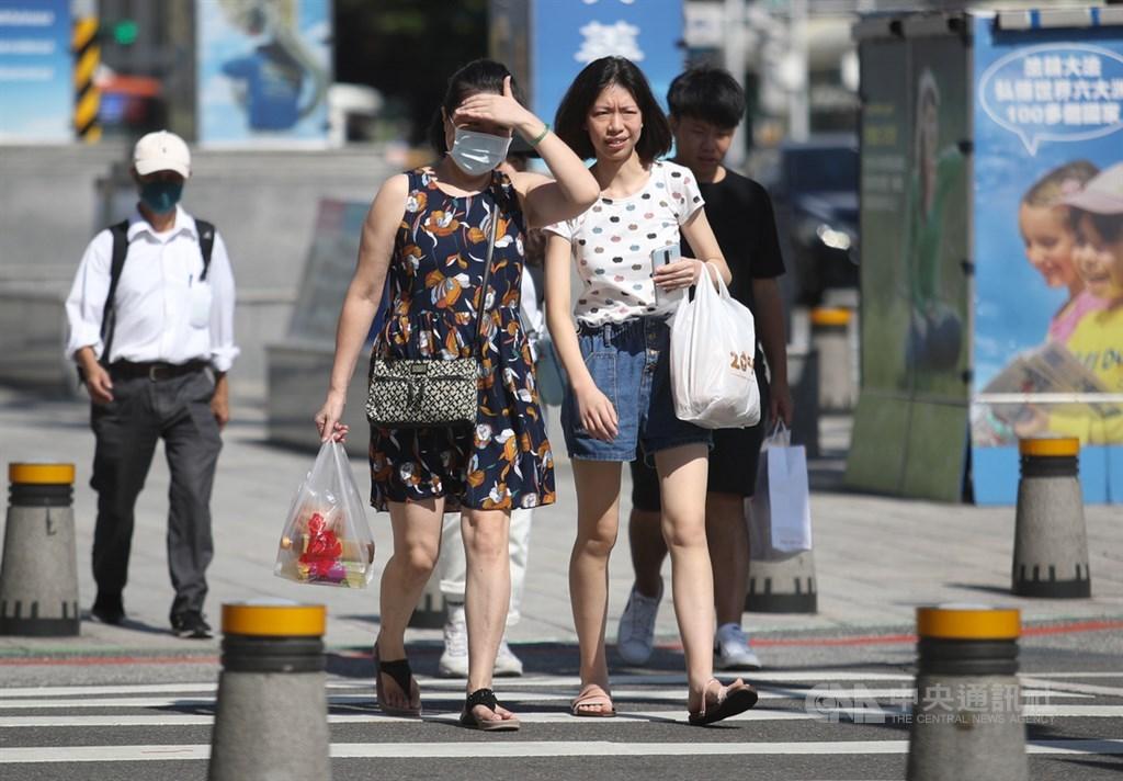 氣象局表示,9日各地大多為多雲到晴。中央社記者張新偉攝 109年8月6日