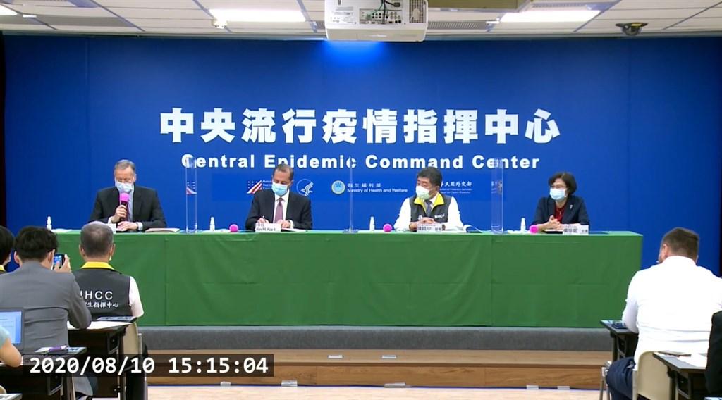 台美10日雙方首度簽署醫衛合作備忘錄。美國在台協會處長酈英傑表示,台灣不僅成功抗疫更伸援他國,並以中文形容台美關係是「真朋友、真進展」。(圖取自疾管署YouTube頻道網頁youtube.com)