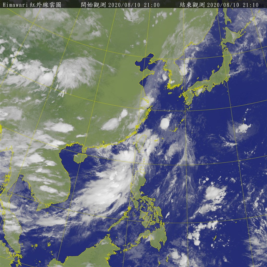 颱風米克拉來襲,中央氣象局10日表示,預計颱風米克拉未來強度仍有增強趨勢,且暴風圈也有擴大趨勢。圖為10日晚間6時的衛星雲圖。(圖取自中央氣象局網頁cwb.gov.tw)