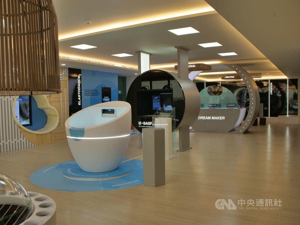 巴斯夫在台灣彰化設立的全球第一個鞋材創新中心11日正式營運,承擔起亞洲區鞋類研發製造樞紐的重任。(巴斯夫提供)中央社記者潘智義傳真 109年8月11日