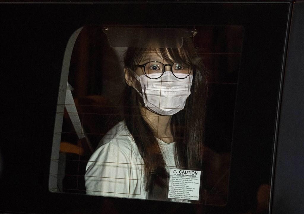 前「香港眾志」核心成員周庭住處10日晚間遭港警搜查,隨即被捕。(美聯社)
