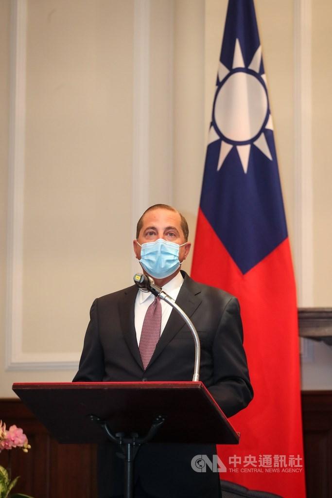 美國衛生部長艾薩(圖)訪台,他在接受美國有線電視新聞網專訪時表示,此行是為在國際公衛社會支持台灣。圖為艾薩10日至總統府會見總統蔡英文。(中央社檔案照片)