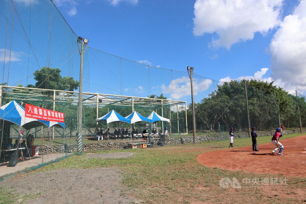 2020年八通關盃棒球邀請賽11日開幕,接連3天在玉里高中棒球場舉行。中央社記者李先鳳攝 109年8月12日