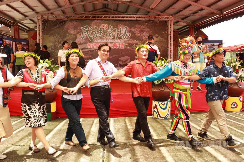 台灣原住民族文化園區民族劇場12日動工,以傳統祈福儀式向祖靈傳達民族劇場即將新建。(原民會提供)中央社記者郭芷瑄傳真 109年8月12日