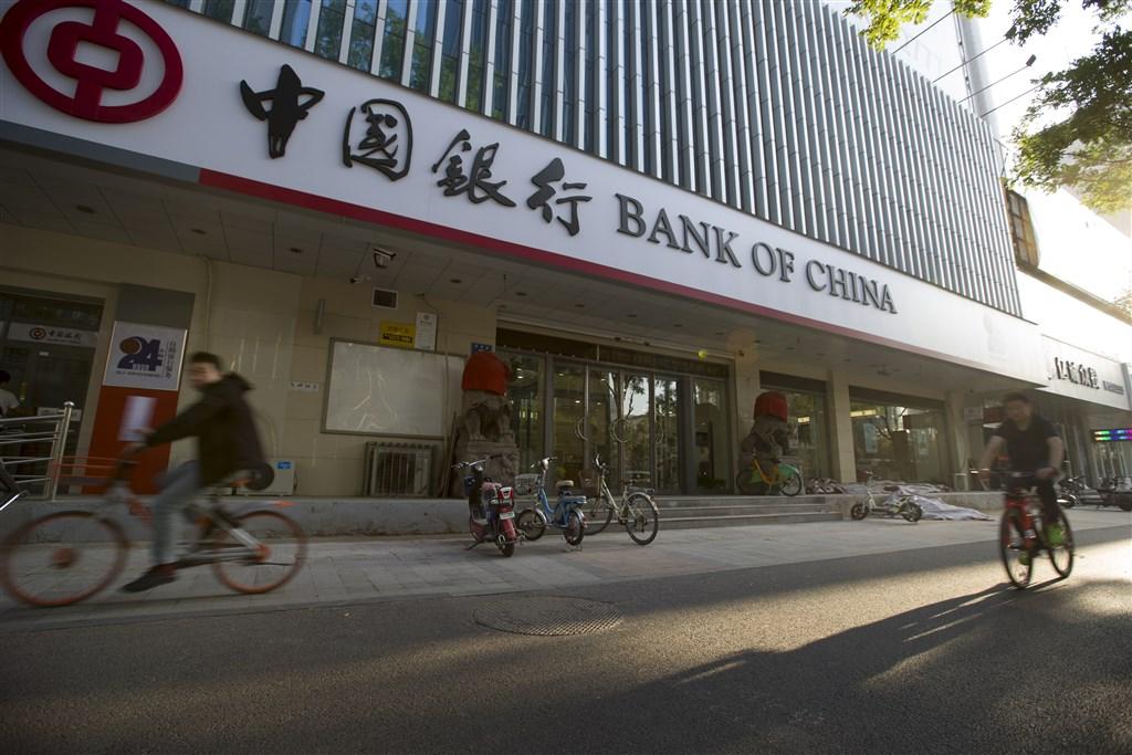 彭博引述知情人士的消息披露,中國大型國營銀行對於替香港特首林鄭月娥等遭華府制裁的官員開設新帳戶轉趨謹慎,包括中國銀行。(中新社)