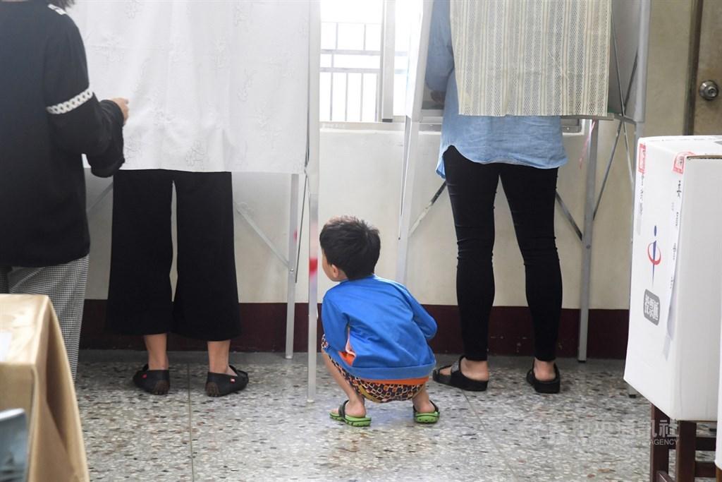 高雄市長補選將登場,高雄市選舉委員會主任委員楊明州表示,投、開票作業估計15日晚間7時前完成。(中央社檔案照片)