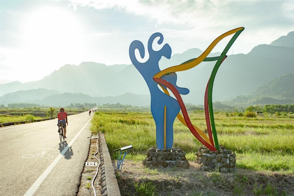 15條亮點自行車路線已由網路票選、專家評選出,體育署規劃自9月至明年3月舉辦一系列領騎活動。圖為台東縣加走灣KAKACAWAN自行車道一景。(圖取自騎亮台灣網頁topcycling.uni-net.com.tw)