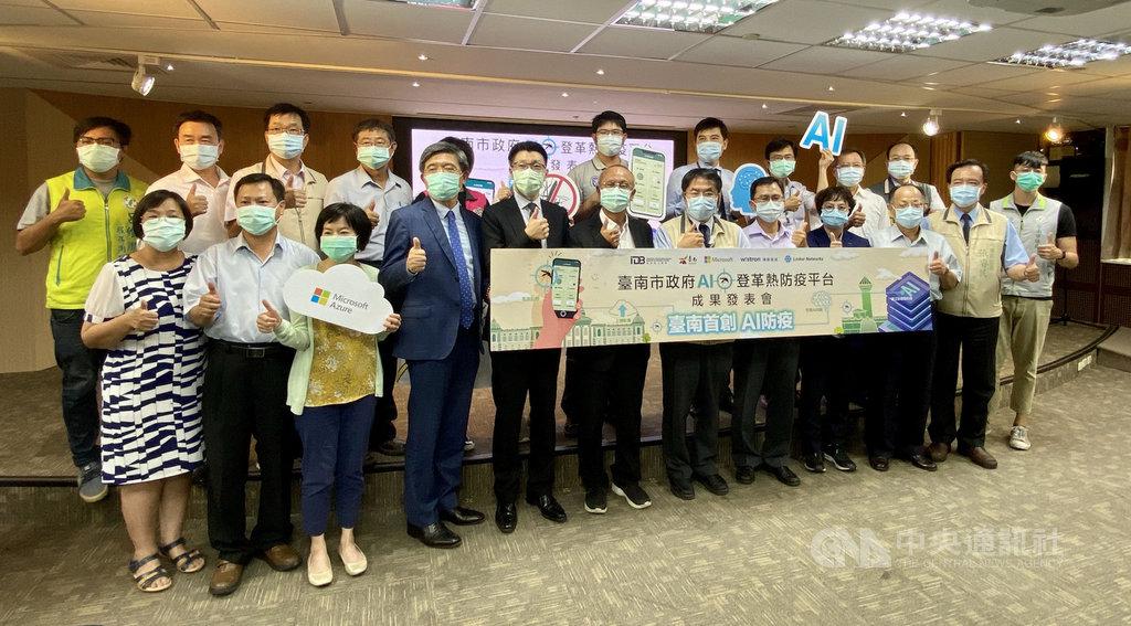 台南市政府「AI登革熱防疫平台」成果發表會13日舉行,透過AI(人工智慧)圖像辨識模型技術分析孑孓及卵粒數影像,可節省至少50%操作時間,辨識精準度更達95%。(台南市政府提供)中央社記者張榮祥台南傳真 109年8月13日