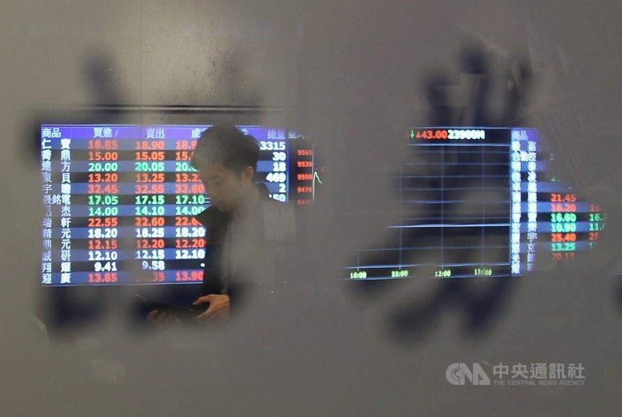 金管會13日表示,預估MSCI此次雙降台股權重將影響外資資金流出約2億美元。(折合新台幣約59.1億元)(中央社檔案照片)