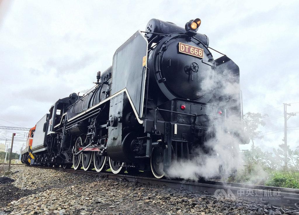 2020第一屆富岡鐵道藝術節14日起在桃園富岡小鎮熱鬧登場,15日更將安排重現有「蒸氣國王」之稱的DT668蒸汽火車風采。(台鐵局提供)中央社記者余曉涵傳真 109年8月14日