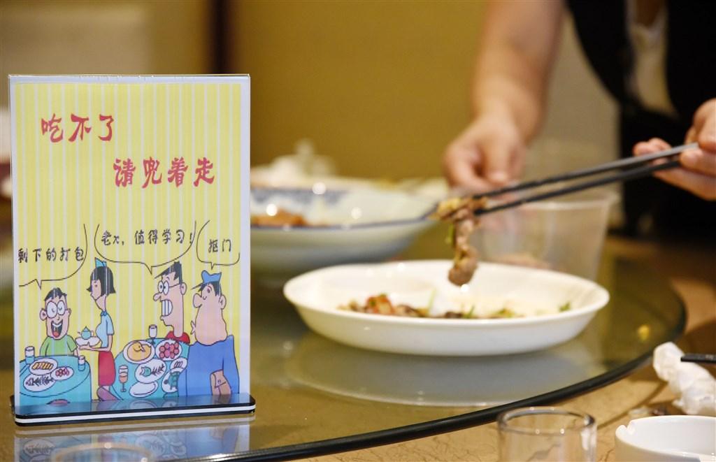 習近平近日作出「制止餐飲浪費行為」的重要指示,並指要對糧食安全有危機意識。正值中美關係緊張之際,習近平未就此表態,反而帶起新一輪的「光盤行動」。(中新社)