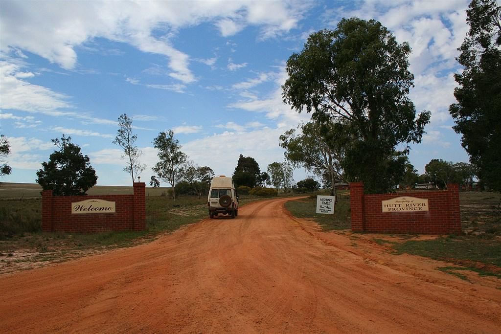 近日澳洲境內的微國家「赫特河公國」傳出「亡國」消息。圖為赫特河公國境界。(圖取自維基共享資源;作者Bäras,CC BY-SA 3.0)