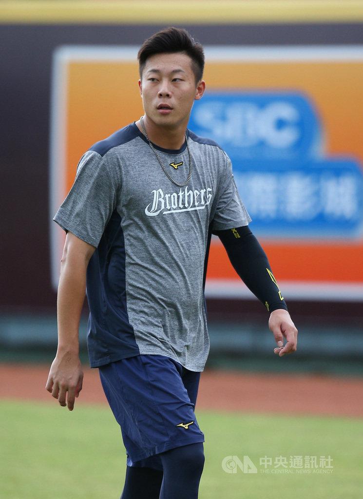 中華職棒中信兄弟隊投手魏碩成預計16日一軍生涯初先發,魏碩成15日受訪表示,希望保持平常心,扮演好自己的角色,幫助球隊贏球最重要。中央社記者張新偉攝 109年8月15日