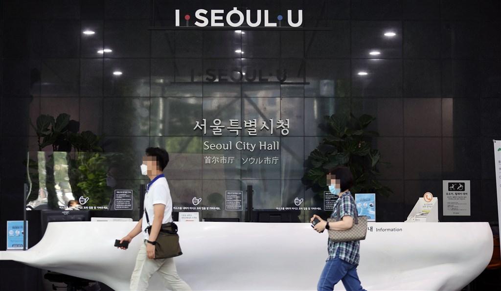 韓國首都圈武漢肺炎疫情快速擴散,首爾市政廳也出現公務員確診案例。(韓聯社)