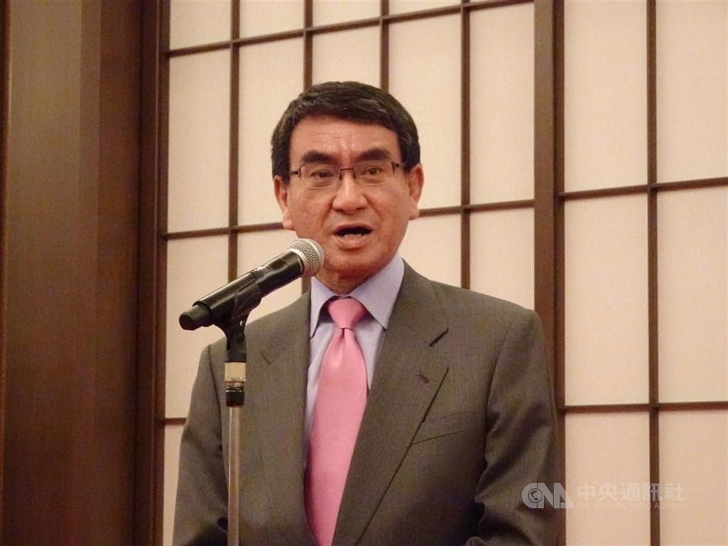 日本首相安倍晉三任期到2021年9月屆滿,讓「後安倍時期」人物紛紛浮上檯面。其中,防衛大臣河野太郎(圖)以高好感度受矚目。(中央社檔案照片)