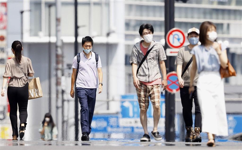 日本東京都截至21日止,共有148人死於中暑。圖為東京新宿街頭。(共同社)