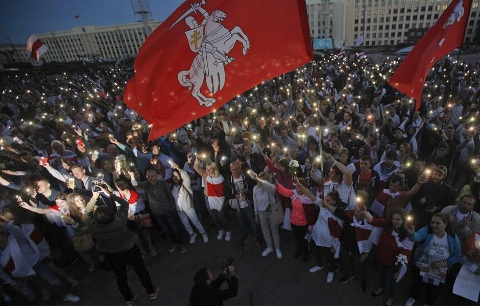 白俄羅斯反對群眾23日再度發起大規模抗議活動逼總統魯卡申柯下台。(美聯社)