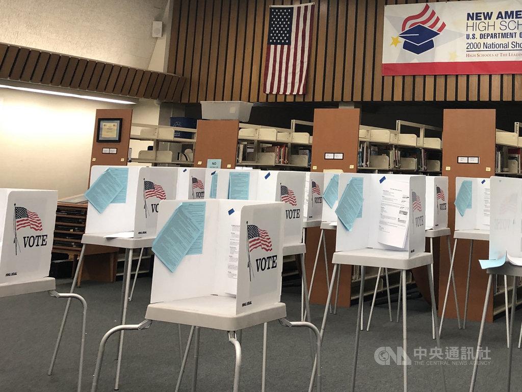 距離美國大選不到100天,爭取連任的美國總統川普反對郵寄投票,但現場投票又恐加深武漢肺炎疫情變數。圖為加州聖荷西(San Jose)於3月3日美總統初選前一處投票站,圖攝於109年2月28日。中央社記者周世惠舊金山攝 109年8月25日