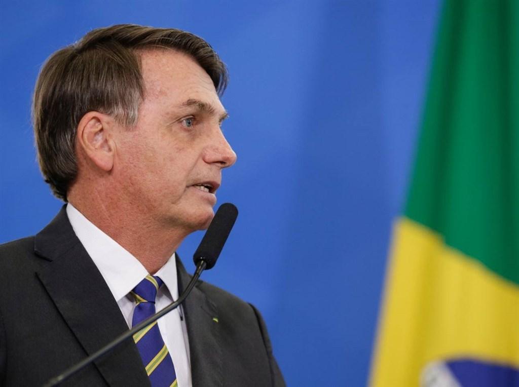 巴西總統波索納洛(圖)23日針對巴西「環球日報」記者提問第一夫人接受款項問題時大發雷霆,說他真想揍這位記者,引發各界議論。(圖取自facebook.com/jairmessias.bolsonaro)