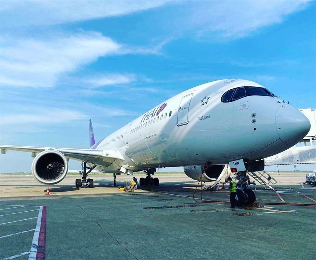 泰國國際航空27日表示,已準備好在11月底開通6條直通普吉島的國際航線,包括丹麥、德國、英國、韓國、日本和香港。(圖取自instagram.com/ThaiAirways)