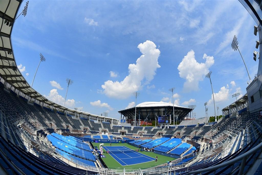 美國非裔男子遭警察從背後開槍事件在體壇掀起棄賽潮,ATP/WTA西南公開賽主辦單位宣布27日的賽事喊卡。圖為西南公開賽球場。(圖取自facebook.com/cincytennis)