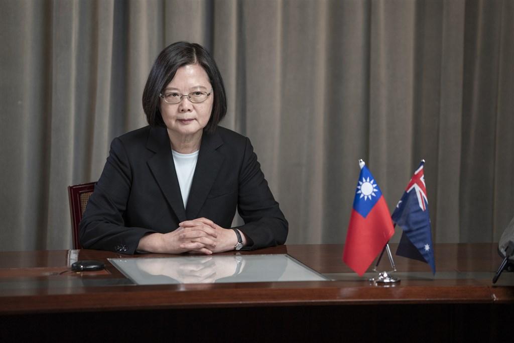 總統蔡英文27日表示,北京的一個中國在本質上就是「一國兩制」,台灣人民無法接受;談到兩岸衝突的可能性時,她說區域軍事活動日益增加,擔心會擦槍走火。(總統府提供)