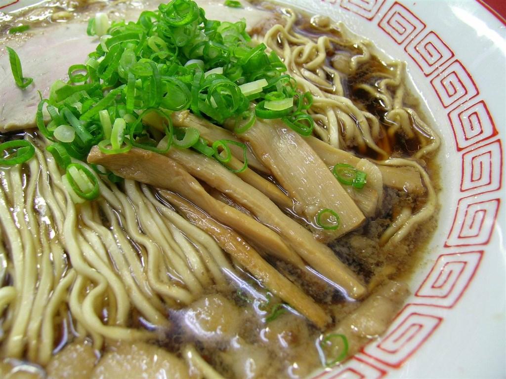 日本廣島尾道以「尾道拉麵」著名,發明者其實是台灣人。圖為尾道拉麵。(圖取自facebook.com/ononavi.jp)