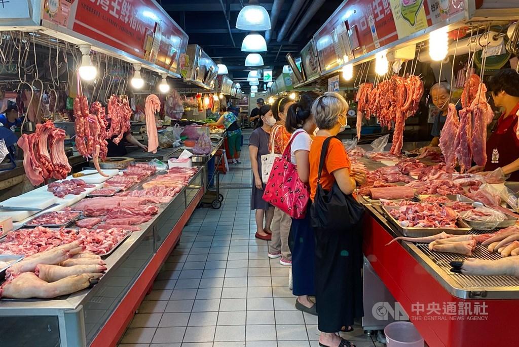 瘦肉精美豬民國110年元旦起開放進口,衛福部長陳時中1日表示,餐廳、小吃店若使用多種肉混合的絞肉,須逐一標示產地,違者最重罰400萬元。(中央社檔案照片)