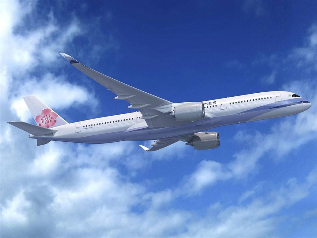 華航2日宣布,3日起陸續恢復大阪、福岡、名古屋等3條日本客運航線。(圖取自facebook.com/chinaairlines.travelchannel)