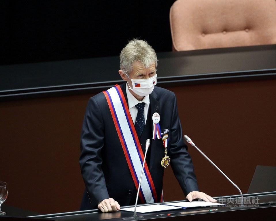 白宮國安會2日在官方推特轉貼捷克參院議長維特齊以中文表示「我是台灣人」的外媒報導,並提及霸凌言行無法阻止促進民主價值。圖為維持齊1日在立院演說。中央社記者郭日曉攝 109年9月1日