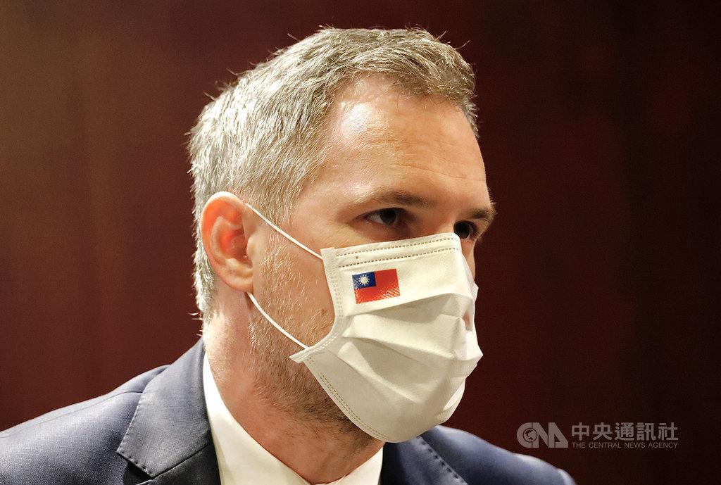 繼捷克參議院議長維特齊(Miloš Vystrčil)1日在立法院以中文表示「我是台灣人」後,捷克首都布拉格市長賀瑞普(Zdeněk Hřib)(圖)4日在媒體見面會也說:「我是台北市民,不僅是宣言,還是事實。」中央社實習記者曾守一  109年9月4日