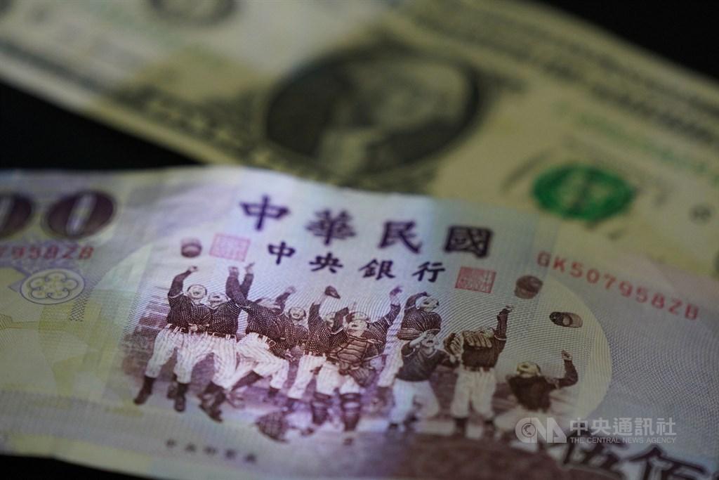 台北外匯市場新台幣兌美元4日中午暫收29.330元,大升2.01角。(中央社檔案照片)