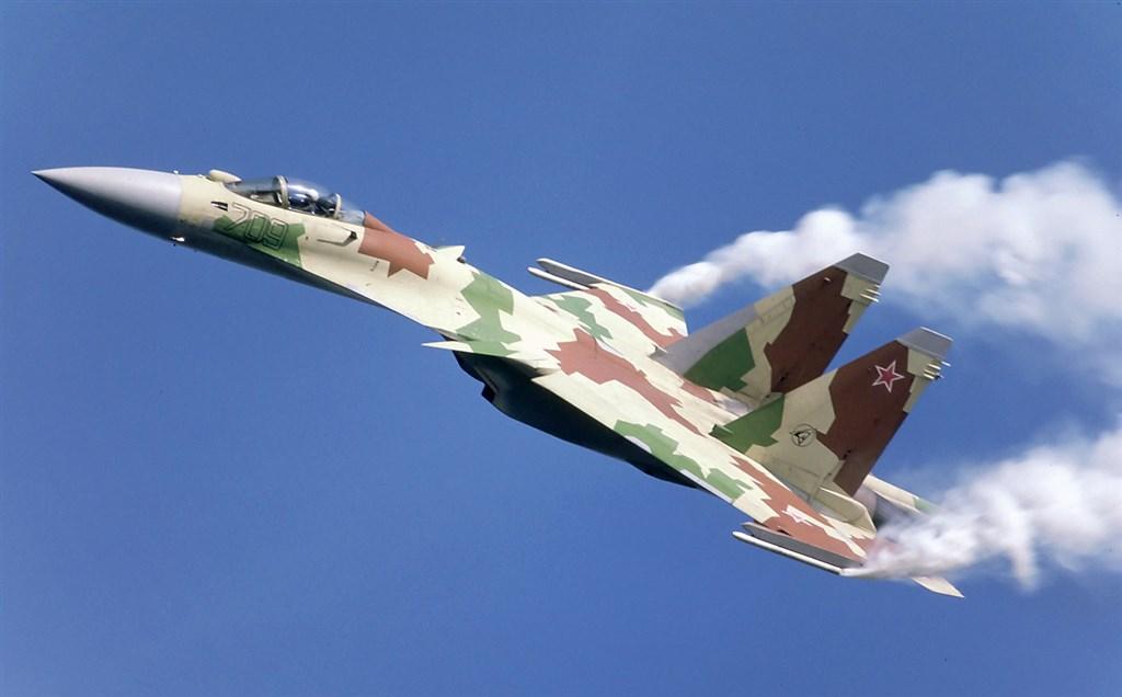 網傳「台灣擊落一架中共SU-35戰機」,空軍司令部4日駁斥此為假訊息、子虛烏有,完全不是事實。圖為蘇愷35戰機。(圖取自維基共享資源;作者Rob Schleiffert,CC BY-SA 2.0)