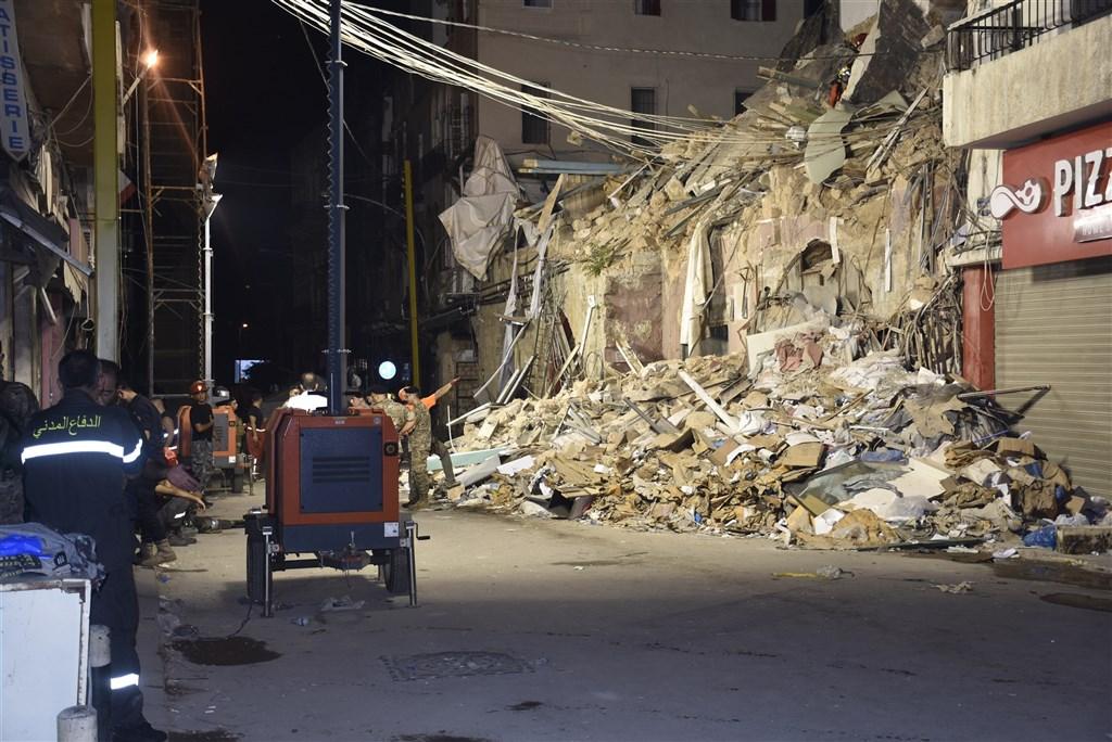 黎巴嫩首都貝魯特發生大爆炸一個月後,緊急搜救隊3日在瓦礫堆中偵測到人類脈搏跡象,為搜救行動帶來一絲新希望。(安納杜魯新聞社)