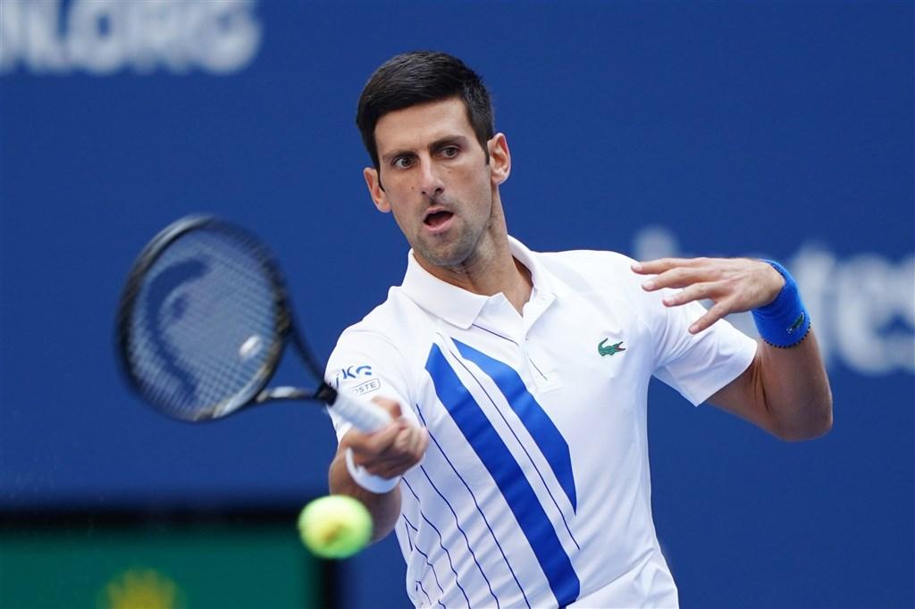 塞爾維亞名將喬科維奇6日在美國網球公開賽因意外打到線審遭判失格出局,眾人紛表同情,他也失望發文致歉。(圖取自twitter.com/atptour)