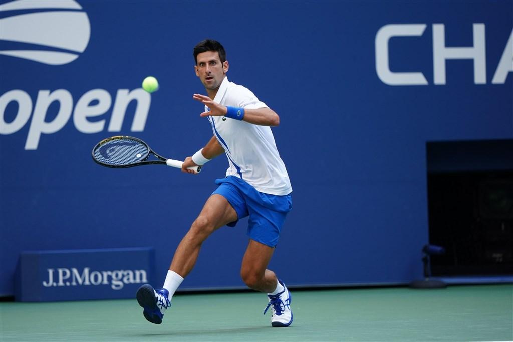 男子職業網球世界排名第一的喬科維奇(圖)6日在美國網球公開賽因擊球打到線審裁判,意外止步美網男單16強。(圖取自twitter.com/usopen)