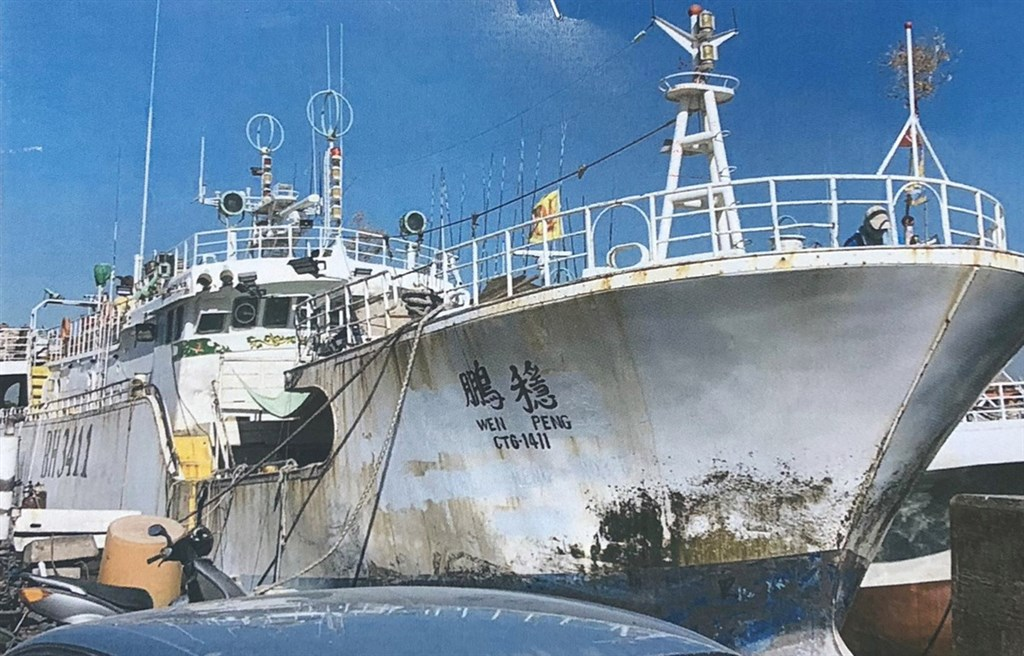 屏東東港籍漁船穩鵬號2019年2月在印度洋海域發生菲律賓籍大副失控砍殺菲籍及其他外籍漁工並逼跳海,造成8人死亡。(東港區漁會提供)